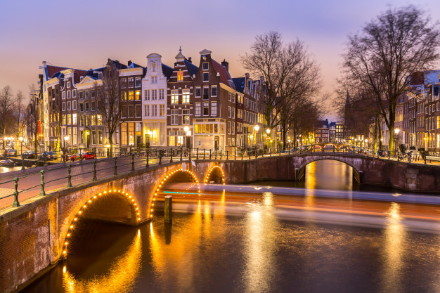 amsterdam-canals-netherlands_63253-2160