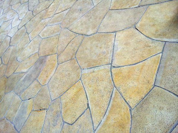 prirodni-kamen-ploce-u-dvoristu